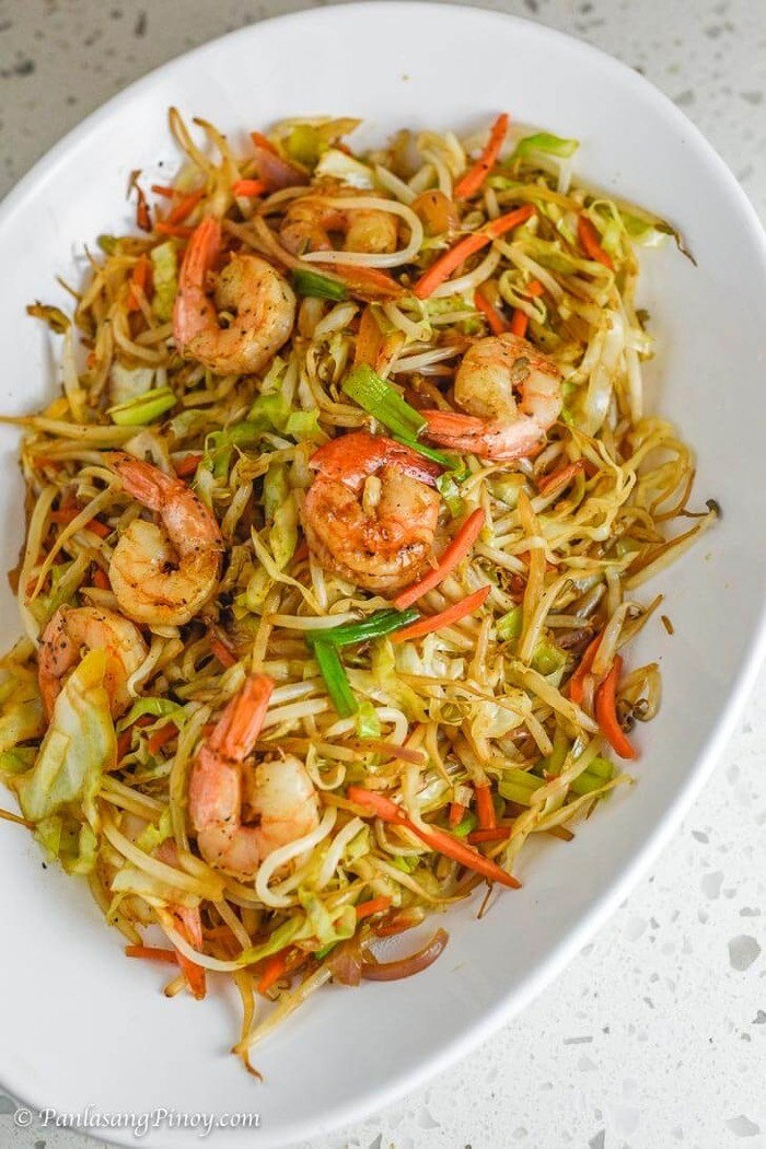 Keto friendly mung bean sprouts with shrimp